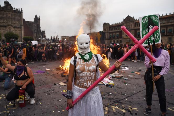 Lors de la marche à l'occasion de la Journée internationale des femmes, le 8 mars, à Mexico.