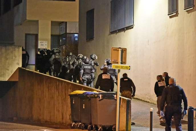Opération du RAID et de la BRI rue Picasso, dans le quartier de Planoise, à la suite des différentes fusillades ayant eu lieu dans le quartier, en janvier.