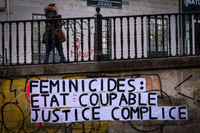 Une collage contre la violence à l'égard des femmes, le 25 novembre 2019 à Paris.