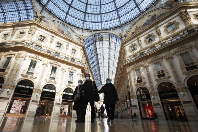 Dans la galerie commerçante Vittorio EmanueleII, à Milan, dimanche 8mars.