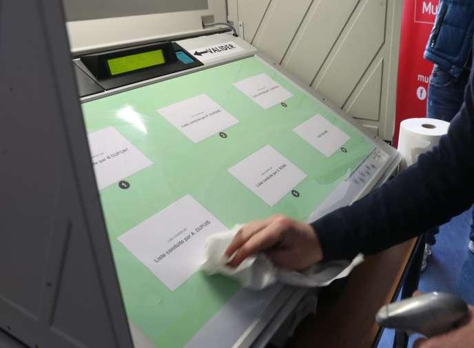 Des mesures de prévention et d'hygiène exceptionnelles pour les prochaines élections sont présentées lors d'unpoint presse à Mulhouse le 8 mars.