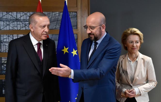 Le président turc Recep Tayyip Erdogan reçu à Bruxelles, le 9 mars, par le président du Conseil européen Charles Michel et la présidente de la Commission Européenne Ursula von der Leyen.
