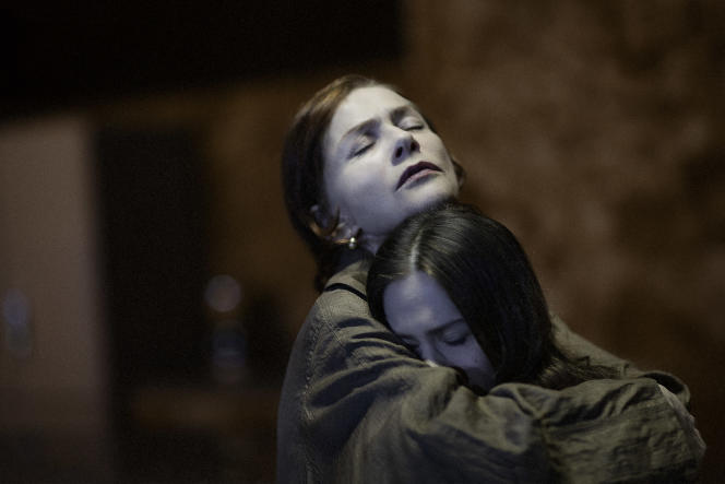 Isabelle Huppert et Justine Bachelet dans « La Ménagerie de verre », de Tennessee Williams, mise en scène par Ivo van Hove à l'Odéon-Théâtre de l'Europe, à Paris, en février 2020.