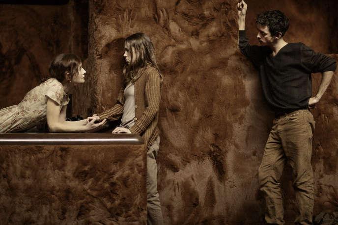 Isabelle Huppert, Justine Bachelet et Nahuel Pérez Biscayart dans «La Ménagerie de verre», de Tennessee Williams, mise en scène par Ivo van Hove à l'Odéon-Théâtre de l'Europe, à Paris, en février 2020.