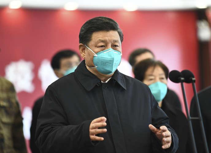 Le président Xi Jinping en conversation vidéo avec des patients et des personnels hospitaliers à l'hôpital Huoshenshan de Wuhan, le 10 mars.