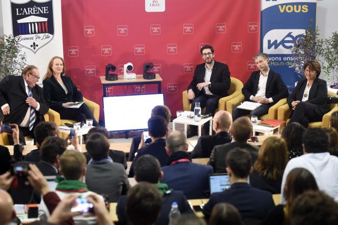 Les candidats aux élections municipales à Lille, le 25 février. De gauche à droite : Marc-Philippe Daubresse (LR), Violette Spillebout (LRM), Julien Poix (LFI), Stéphane Baly (EELV) et Martine Aubry (PS).
