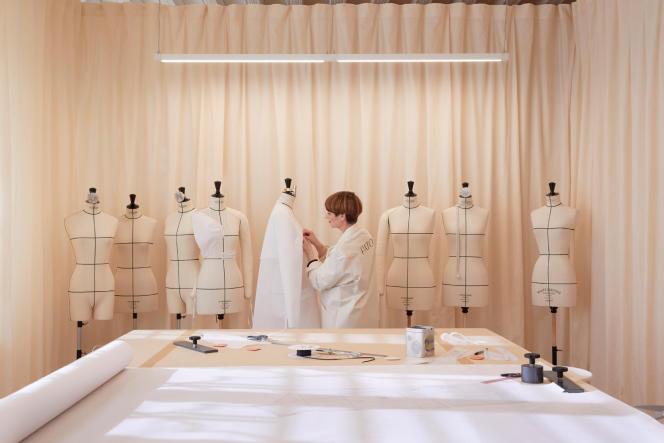 Plutôt qu'un défilé, la marque Patou a fait le choix plus intimiste de la présentation pour monter sa collection automne-hiver 2020-21.
