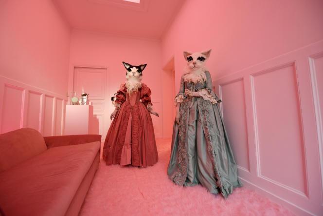 « Sensorama», une performance conçue par le directeur artistique de Roger Vivier, Gherardo Felloni, présentée le 27février 2020 dans le cadre de la semaine de la mode parisienne.