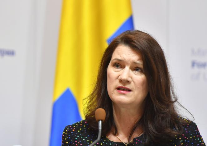 La ministre suédoise des affaires étrangères, Ann Linde, assiste à une conférence de presse avec son homologue ukrainien à l'issue de leur rencontre à Kiev le 2 mars.