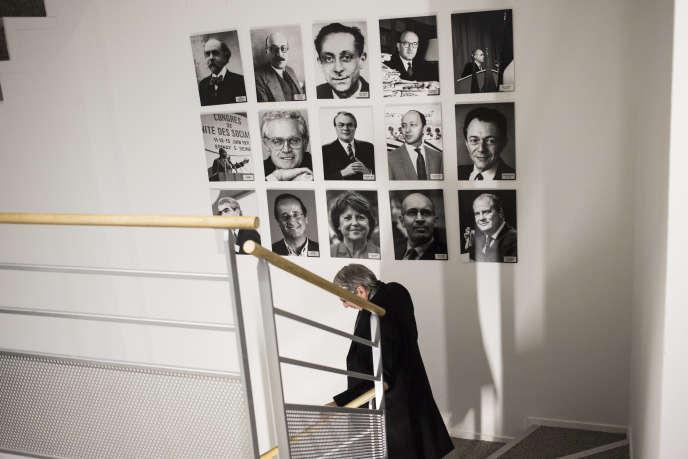 Des portraits d'anciens secrétaires généraux du Parti socialiste, dans l'escalier du siège du parti, à Ivry-sur-Seine (Val-de-Marne), le 21 janvier.