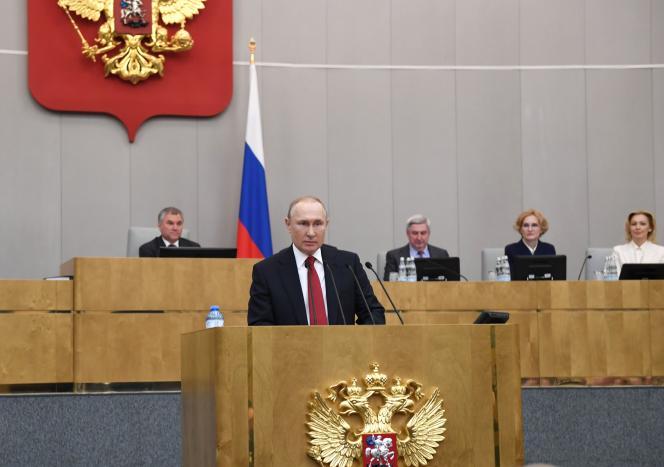 Vladimir Poutine s'adresse aux députés de la Douma, à Moscou, le10 mars 2020.