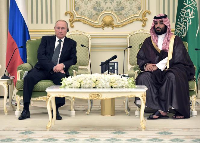 Le président russe Vladimir Poutine et le prince héritier saoudien Mohammed BenSalman à Riyad, en octobre 2019.