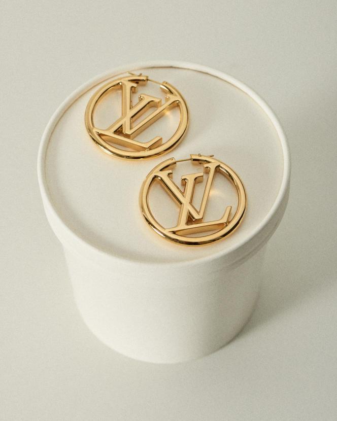 Créoles Louise, en métal doré, Louis Vuitton, 465 €.