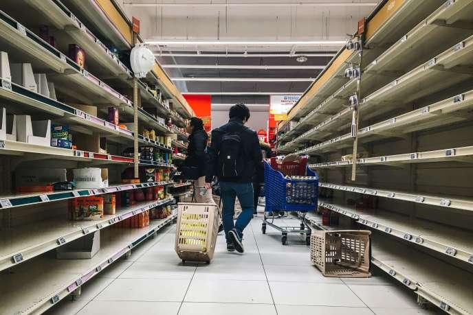 Dans un supermarché de Villeneuve-la-Garenne au nord de Paris, le 2 mars.