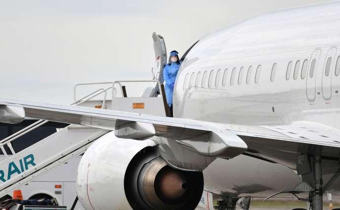 Evacuation des passagers américains débarqués dubateau de croisière «Grand Princess» touché par le coronavirus, à Oakland (Californie), le 10 mars.
