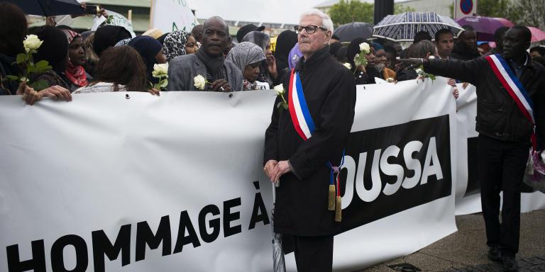 Trappes, le 6 Janvier 2015. Marche blanche en hommage a Moussa, tue par balle le 1er mai. Guy Malandain, maire PS de Trappes.