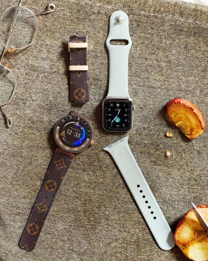 De gauche à droite, montre connectée Louis Vuitton, modèle Tambour Horizon Monogram Brown 42, 2 940 €. Montre Apple Watch Series 5 avec boîtier en titane, à partir de 849 €.