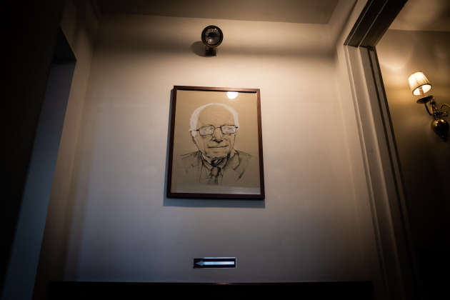 Un portrait de Bernie Sanders dans le hall de son local de campagne de Church Street, à Burlington, le 10 mars.