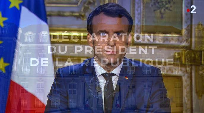 Emmanuel Macron lors de son allocution télévisée depuis le Salon doré du palais de l'Elysée, à Paris, le 12 mars.