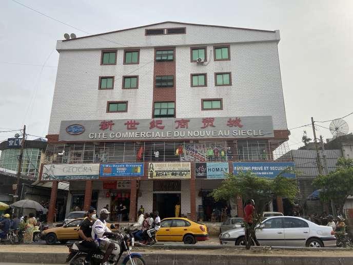 Le marché chinois d'Akwa, un quartier de Douala, en mars 2020.