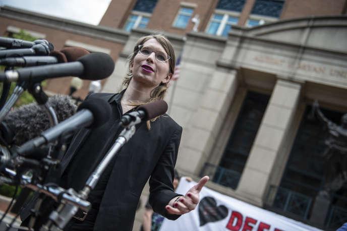 Chelsea Manning devant le tribunal d'Alexandria (Virginie), en mai 2019.