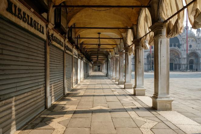La place Saint-Marc déserte en pleine épidémie de Covid-19, à Venise, le 12 mars.