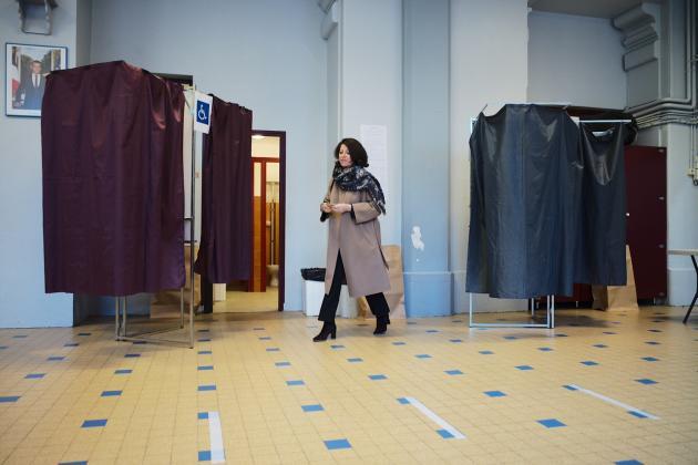 La candidate LRM, Agnès Buzyn, vote dans le 5e arrondissement de Paris, le 15 mars 2020.