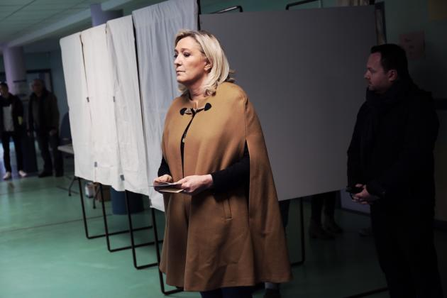 La présidente du Rassemblement national, Marine Le Pen, a voté dimanche 15 mars 2020 à Hénin-Beaumont (Pas-de-Calais).