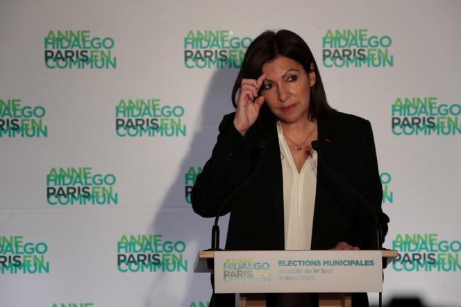 Anne Hidalgo à son QG de campagne après les résultats qui la donne en tête du 1er tour, dimanche 15 mars.