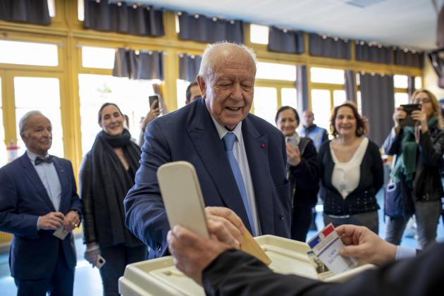 Jean-Claude Gaudin, maire sortant de la ville de Marseille, a voté à l'école Mermoz, le 15 mars 2020.