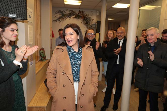 La maire socialiste sortante Anne Hidalgo après l'annonce des résultats du premier tour des municipales, le 15 mars.