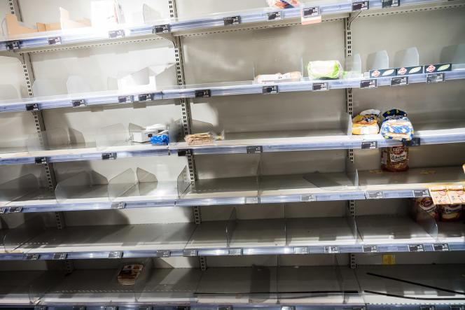 Dans un supermarché Monoprix, le 15 mars.
