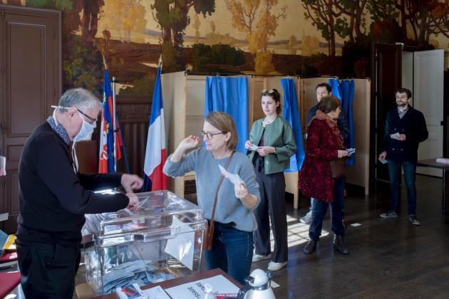 Dans un bureau de vote à la mairie du 3e arrondissement de Lyon, le 15 mars 2020.