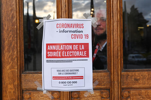 Annulation de la soirée électorale à la mairie de Lille, le 15 mars 2020.