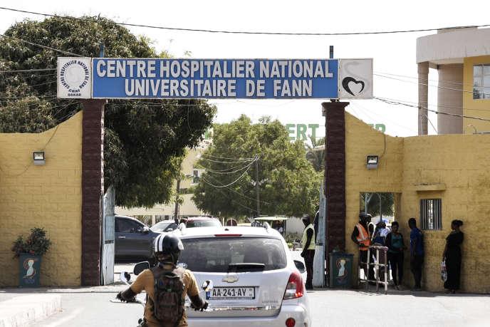L'entrée du centre hospitalier nationaluniversitaire de Fann à Dakar, où a été traité le premier cas de Covid-19 au Sénégal, le 2 mars 2020.