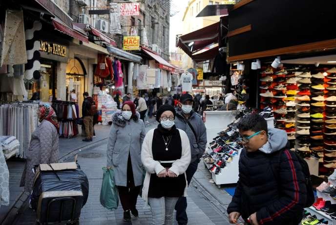 le 16 mars dans une rue commerçante d'Istanbul