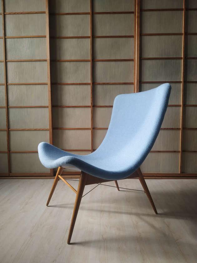 Fauteuil réalisé par le designer Miroslav Navratil dans les années 1950.