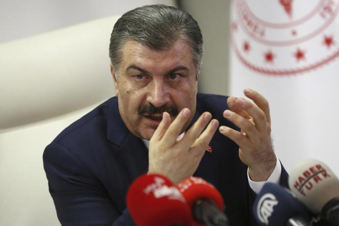 Le ministre de la santé Fahrettin Koca lors d'une conférence de presse à Ankara, lundi 16 mars.