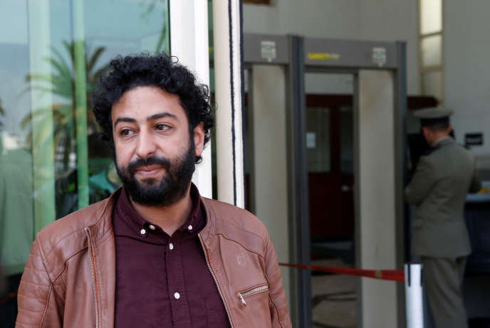 Le journaliste Omar Radi devant le tribunal de Casablanca, au Maroc, le 12mars 2020.
