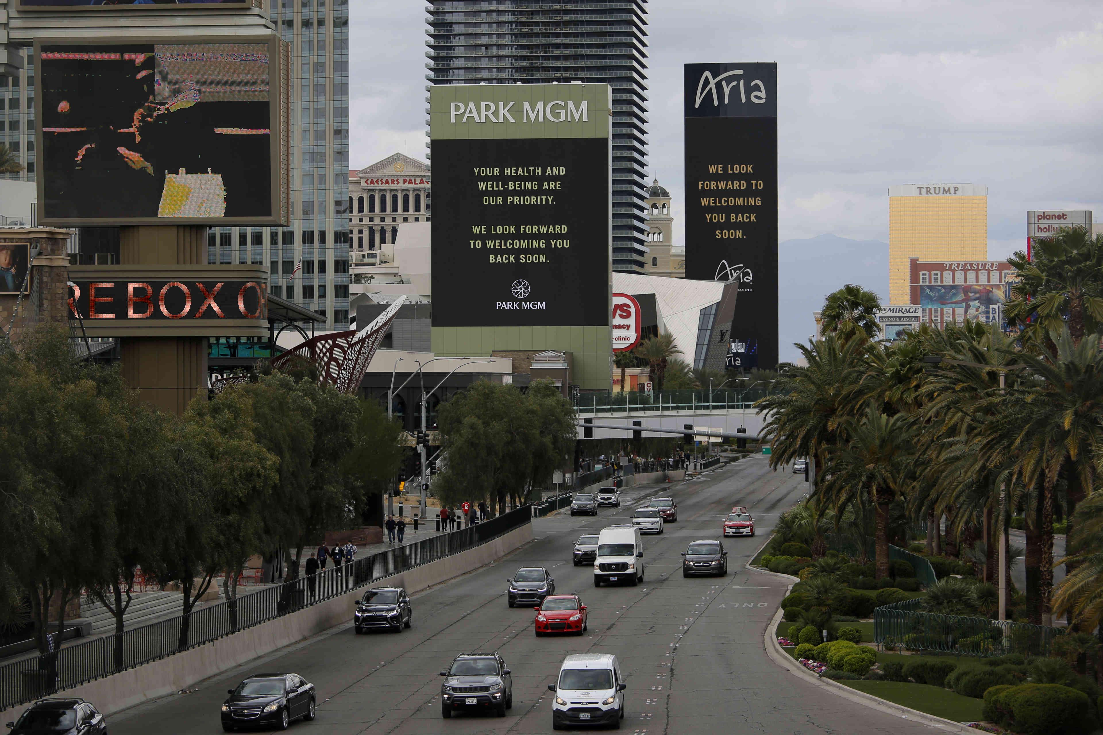 A Las Vegas, la société MGM annonce la fermeture de ses casinos, lundi 16 mars.