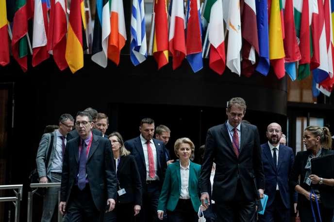 Le président du Conseil européen, Charles Michel, et la présidente de la Commission européenne, Ursula von der Leyen, à Bruxelles, le 16 mars. KENZO TRIBOUILLARD / AFP