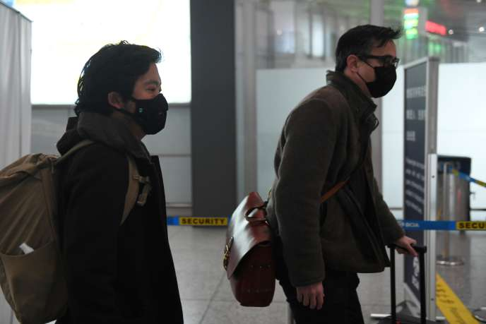 Josh Chin and Philip Wen, deux journalistes du «Wall Street Journal», lors de leur expulsion de Chine après la publication d'un article controversé, le 24 février 2020.