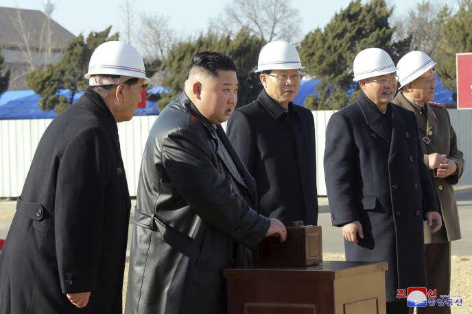 Le dirigeant Kim Jong-un inaugure la construction d'un hôpital à Pyongyang, le 17 mars. Image officielle du gouvernement nord-coréen.