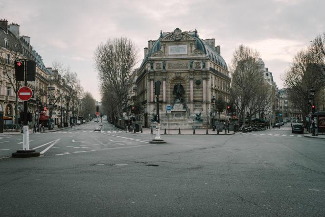 La place Saint-Michel, à Paris, le 17 mars.
