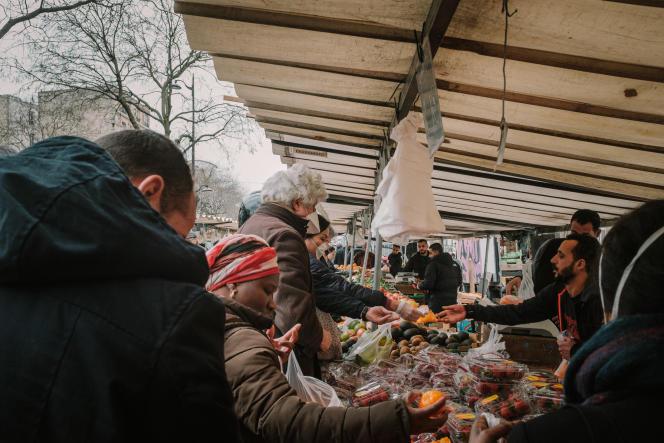 Le marché de Belleville, à Paris, le 17 mars.