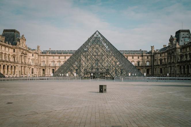Le Musée du Louvre quasiment vide après la mise enœuvre du confinement, à Paris,le 17 mars.