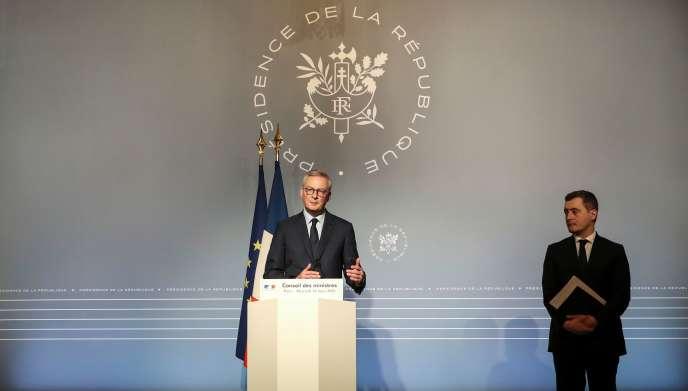 Le ministre de l'économie et des finances, Bruno Le Maire, accompagné du ministre de l'action et des comptes publics, Gérald Darmanin, lors d'une conférence de presse à Paris le 18 mars.