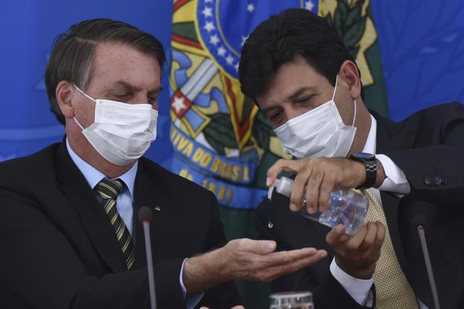 Jair Bolsonaro et son ministre de la santé,Luiz Henrique Mandetta,lors d'une conférence de presse sur l'épidémie de Covid-19, le 18 mars.