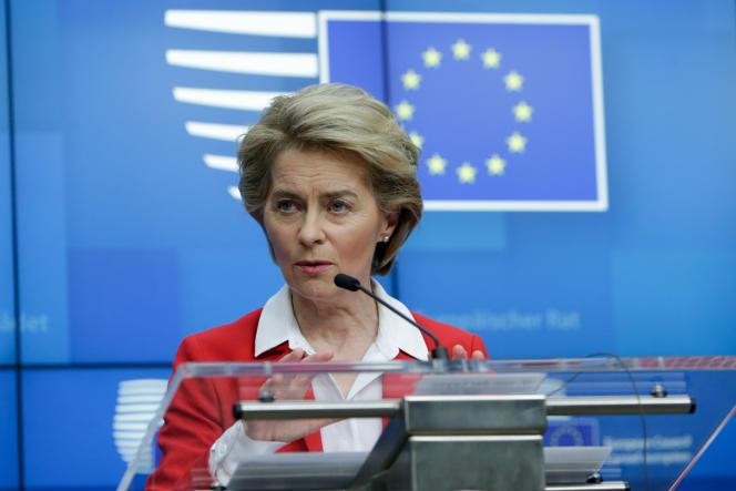 La présidente de la Commission européenne, Ursula Von der Leyen, donne une conférence de presse suite au Conseil européen qui s'est tenu par visioconférence, à Bruxelles, mardi 17 janvier.