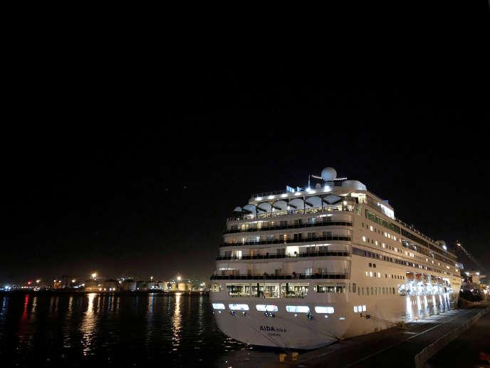 Le bateau de croisière «Aidamira» au port du Cap, en Afrique du Sud, le 17mars 2020.